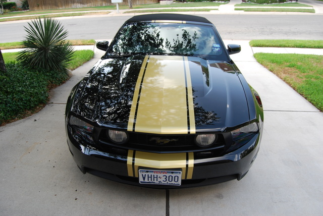 "2010 - 2011 20"" Mustang Rally Stripe graphics set"