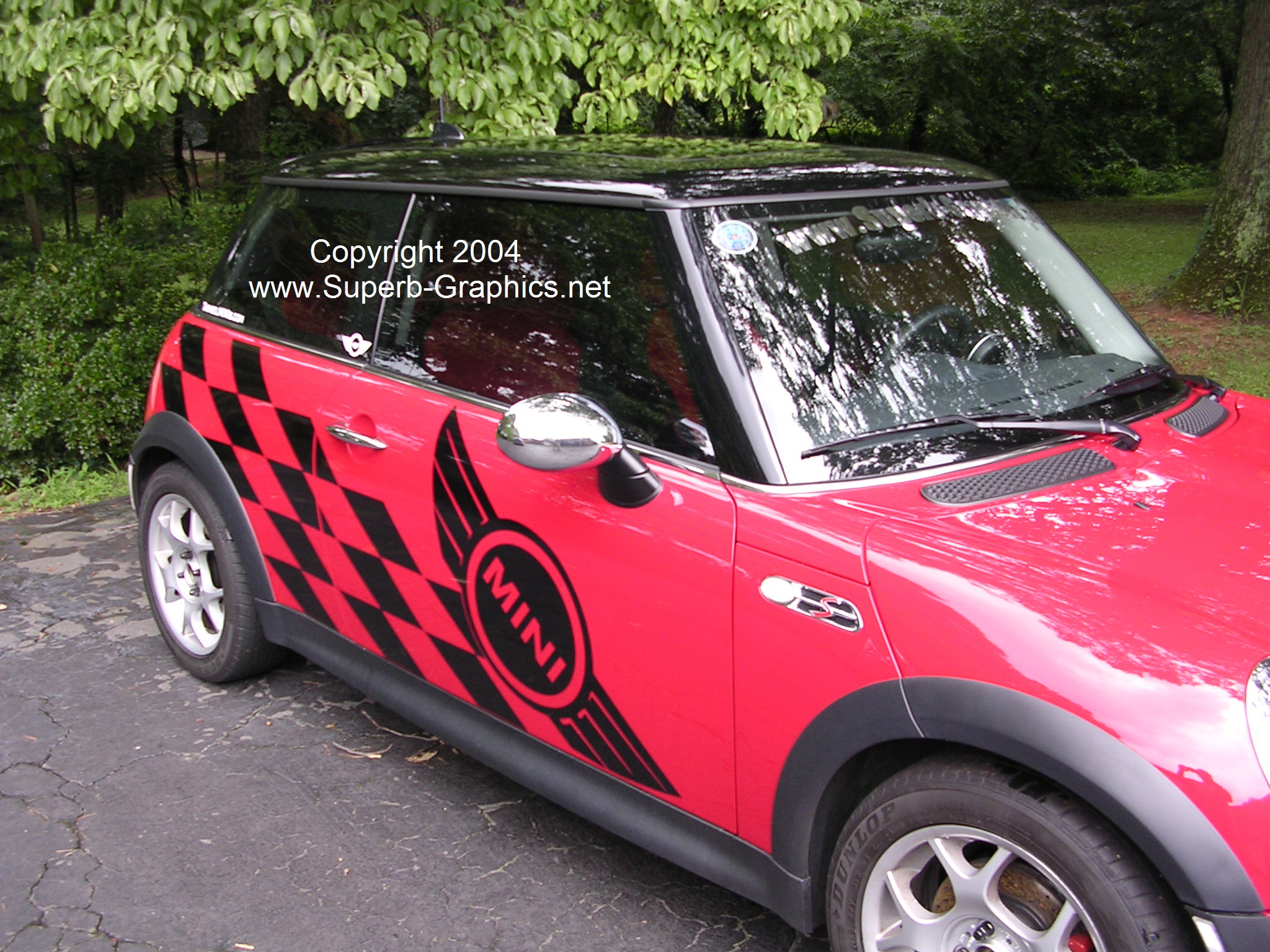 �Mini wing w/ Racing Check side graphics